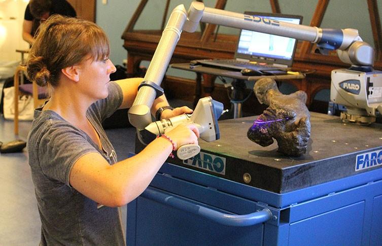 mantellisaurus-move-susie-laser-scan-two-column.jpg.thumb.768.768 kopie